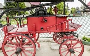 Zabytkowy wóz strażacki przy Remizie OSP w Nawojowej Górze